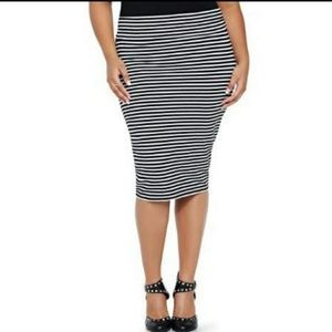 Black and white striped plus size pencil skirt